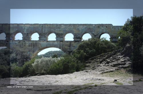 Photo du pont du Gard dans le Languedoc roussillon.